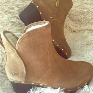 Suede Ugg Lynnea clog boots. New without tags.